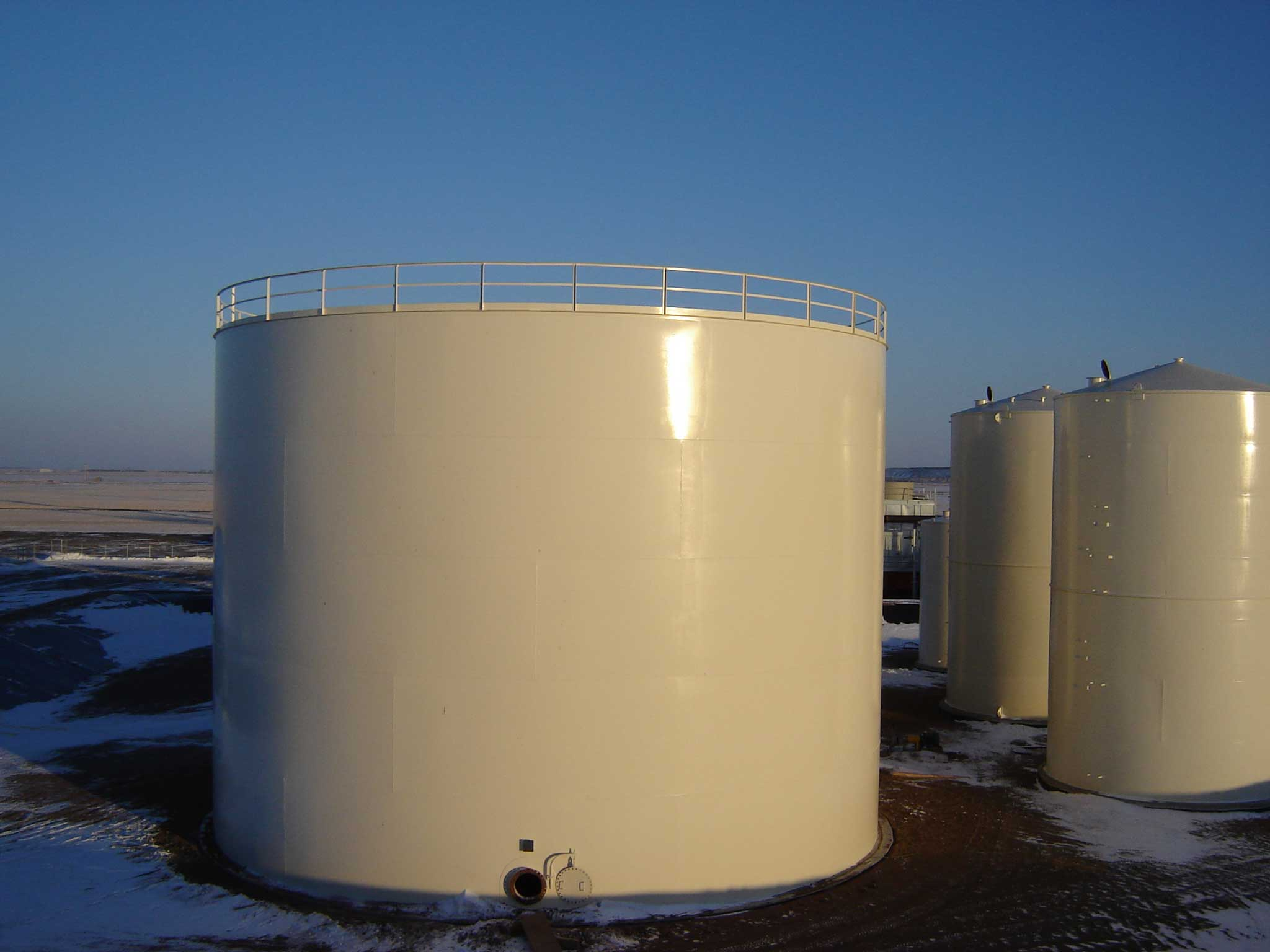 Water Storage Tank with 360 Degree Handrails around a Self-Supporting Cone Roof