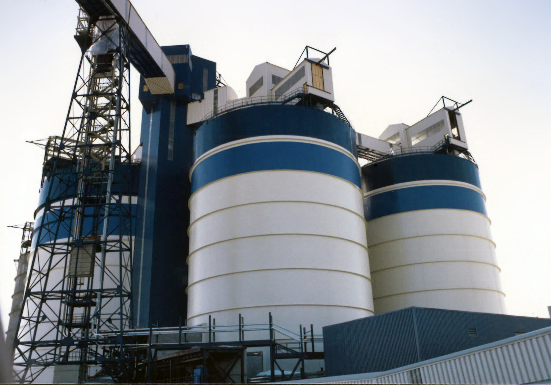 Welded Bulk Storage Silos, Bins & Hoppers - TIW Steel